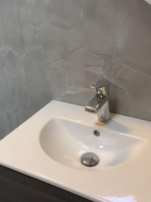 Luxe betonlook stucwerk in badkamer