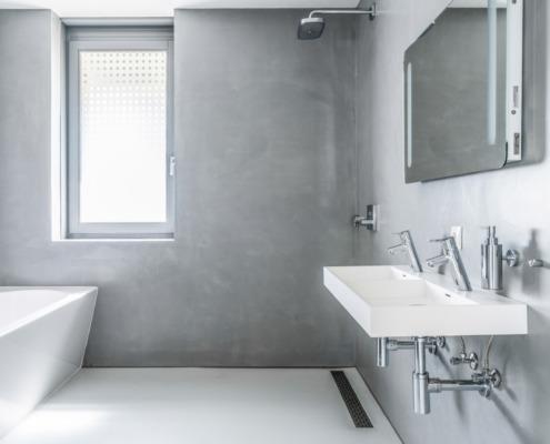 Aanzicht badkamer in betoncire