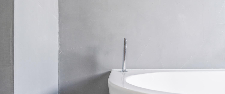 Betonlook badkamer detail