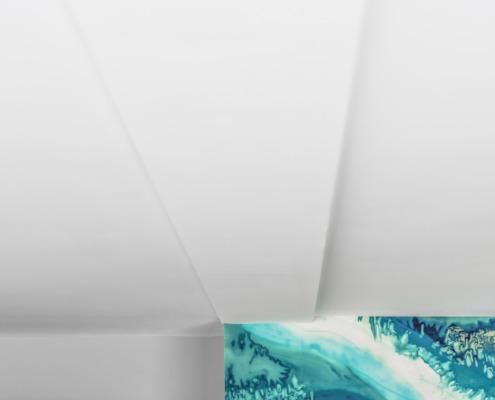 Detail hoeken stucwerk glad plafond in Schoonhoven