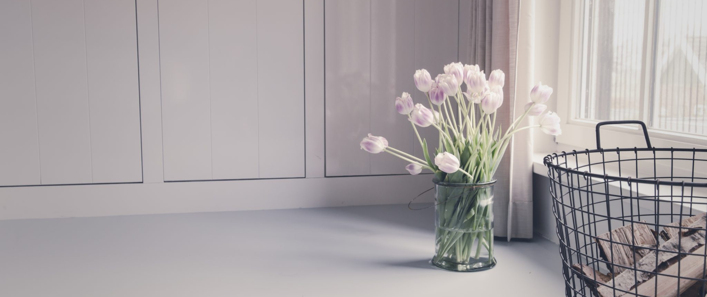 Gietvloer lichtgrijs met bloemen