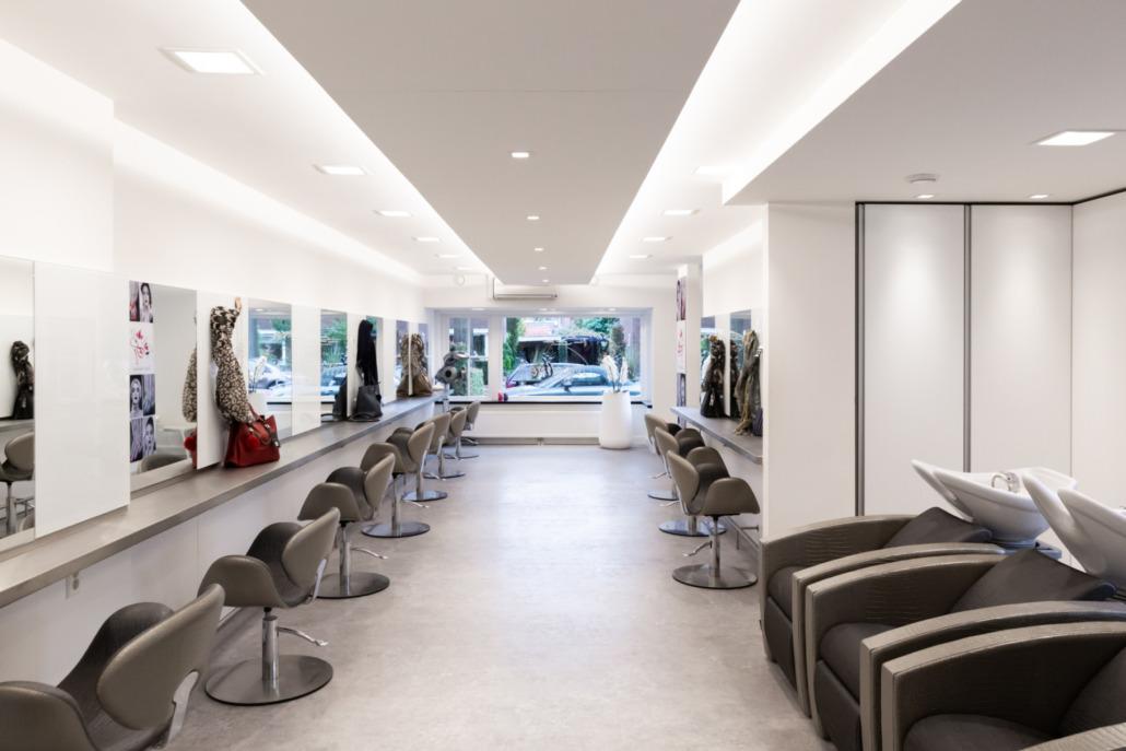 Aanzicht interieur en stucwerk Nicoline Coiffures Wanden en plafond strak wit dunpleister