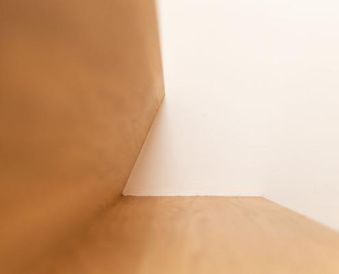 Detailzicht traptrede stucwerk wand