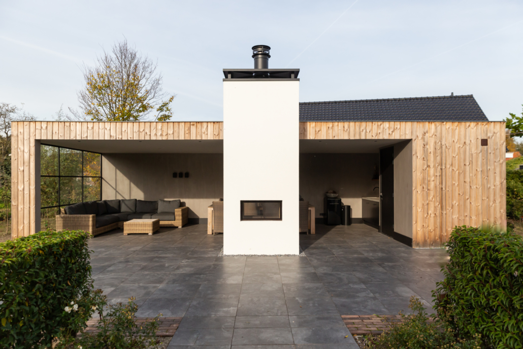 Stucwerk buiten in houten overkapping Veenendaal